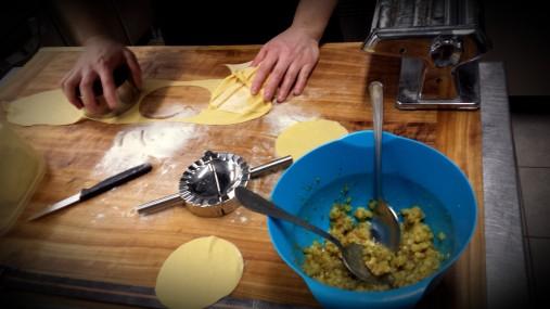 ravioli ripieni di patate, rosmarino e frant